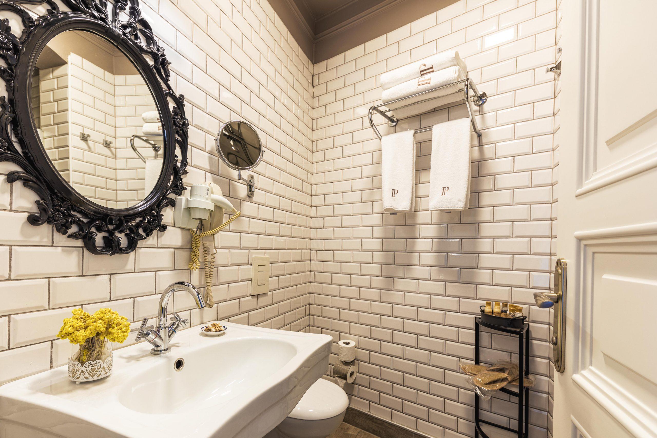 Deluxe Twin Room Bathroom